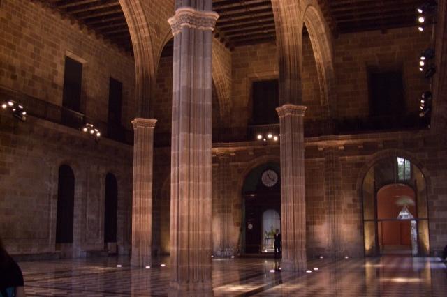 """Siguiendo a Picasso. Visita guiada y entrada al Museo. - Según el genial pintor """"en Barcelona empezó todo: allí entendí hasta donde podía llegar"""". Recorreremos los escenarios de juventud de Picasso y conoceremos la historia de amor entre él y la ciudad. Incluye la entrada al Museo Picasso.Cada Lunes a las 9.30h, y cada Miércoles a las 16.00h.Duración del tour: 1h30min + visita libre al Museo.Precio: 35€ (menores de 12 años: gratuito)."""