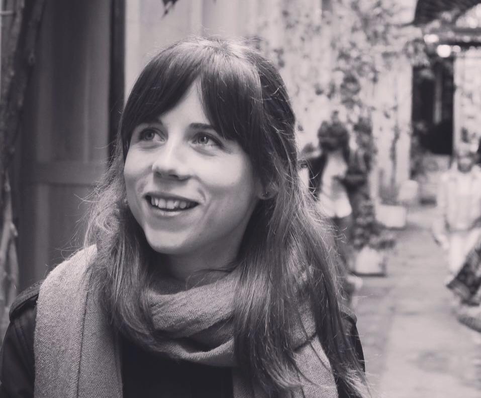 Helena Grau - Nací en 1989 en el barrio del Clot. Me gradué en Historia por la Universidad de Barcelona. Soy Gestora de Patrimonio Cultural. Entiendo la cultura como una herramienta indispensable para el desarrollo de una sociedad. Ahora, trabajo para vosotros.