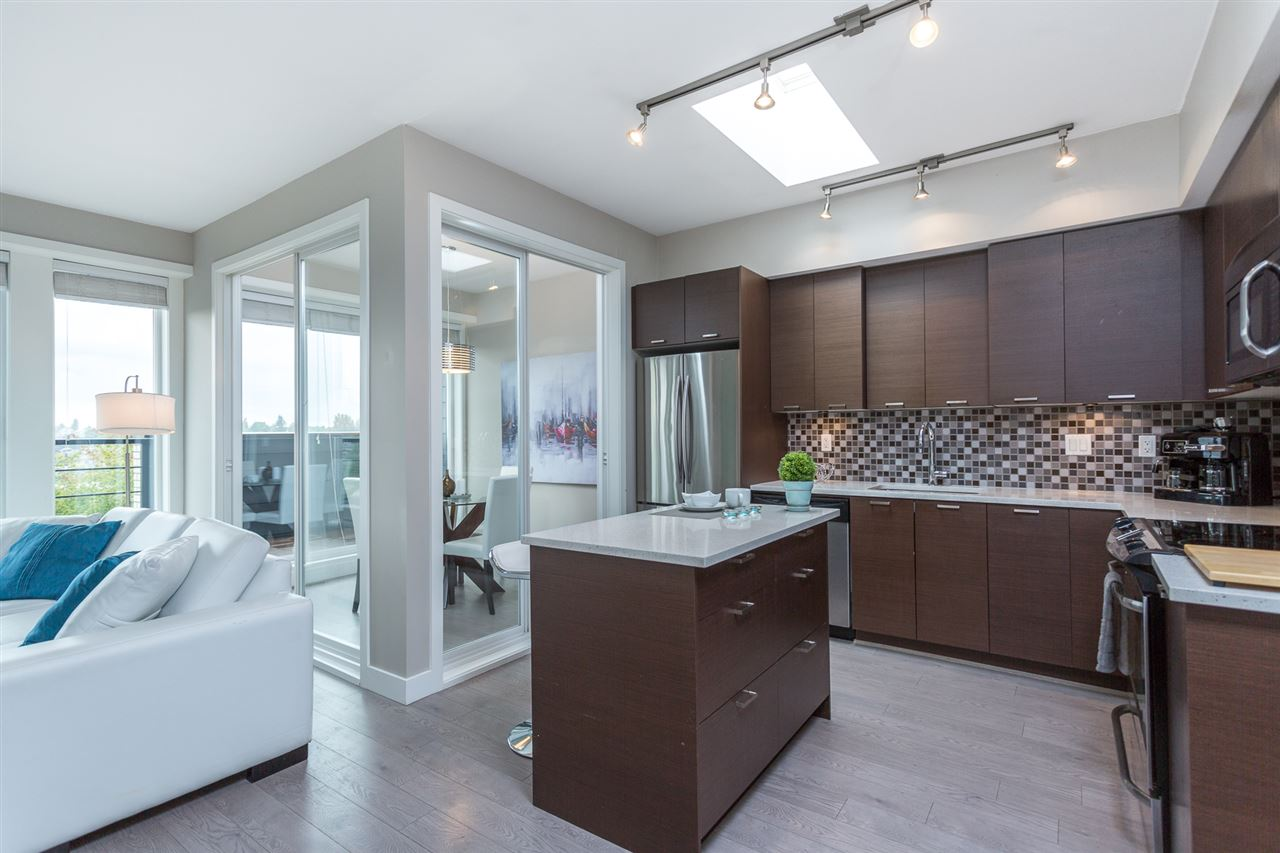 PH1 4372 Fraser St    MLS  R2082192   LISTING PRICE  $689,000.00   TYPE  Apartment/Condo   BUILT  2012  BED  2  BATH  2   SQ FT  877  $1519.53  MAIN FEE  $457.24