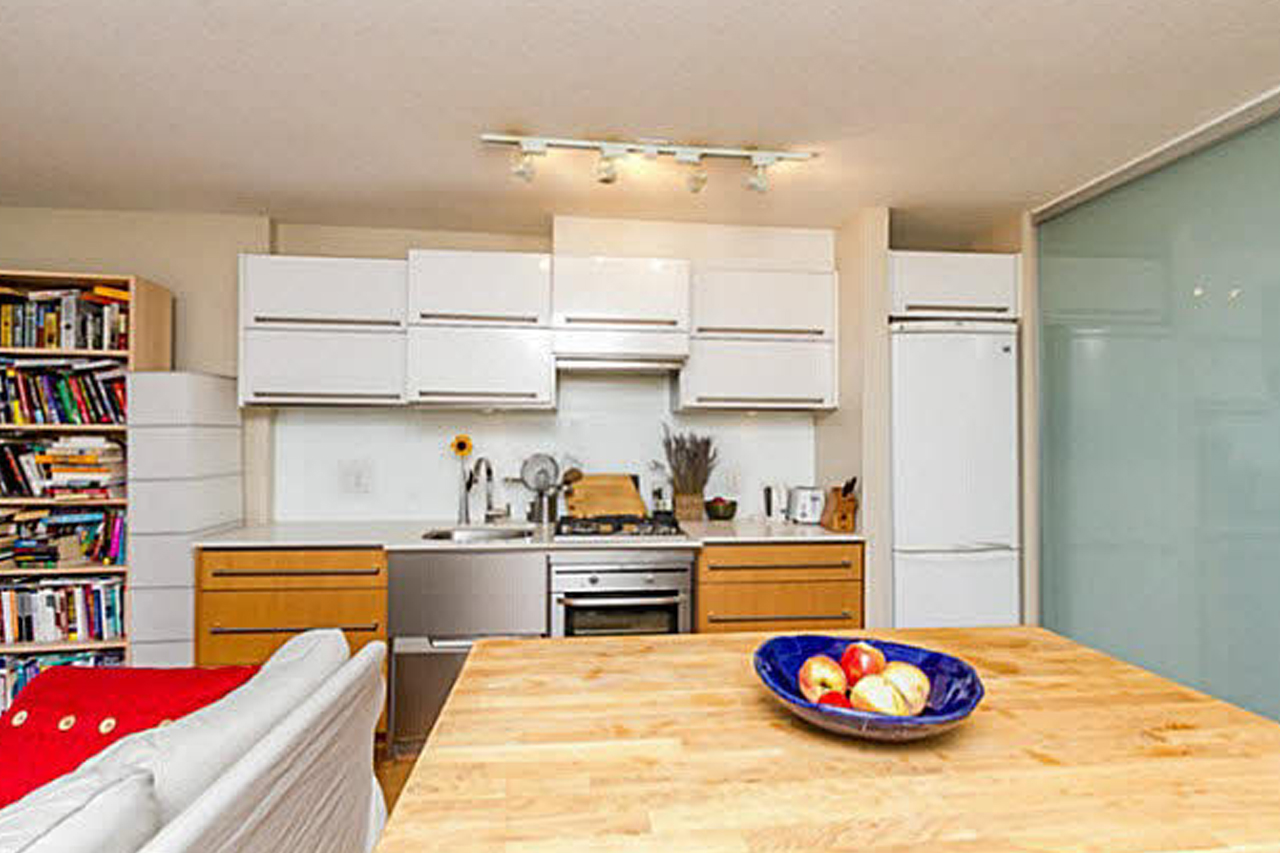 308 718 Main St. Vancouver    MLS  V1132042   LISTING PRICE  $355,000.00   TYPE  Apartment/Condo   BUILT  2009  BED  1  BATH  1   SQ FT  560  $1094.00  MAIN FEE  $218.94
