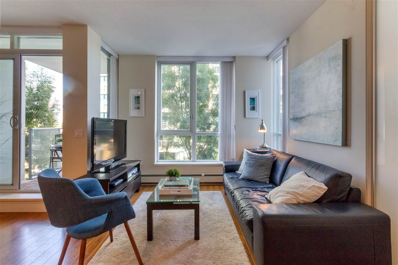 305 1833 Crowe St. Vancouver    MLS  R2100354   LISTING PRICE  $553,000.00   TYPE  Apartment/Condo   BUILT  2009  BED  1  BATH  1   SQ FT  611  $1297.92  MAIN FEE  $243.98