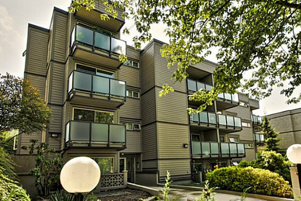 205 1864 Frances St. Vancouver    MLS  R2077261   LISTING PRICE  $375,000.00   TYPE  Apartment/Condo   BUILT  1981  BED  1  BATH  1   SQ FT  589  $852.02  MAIN FEE  $217.26