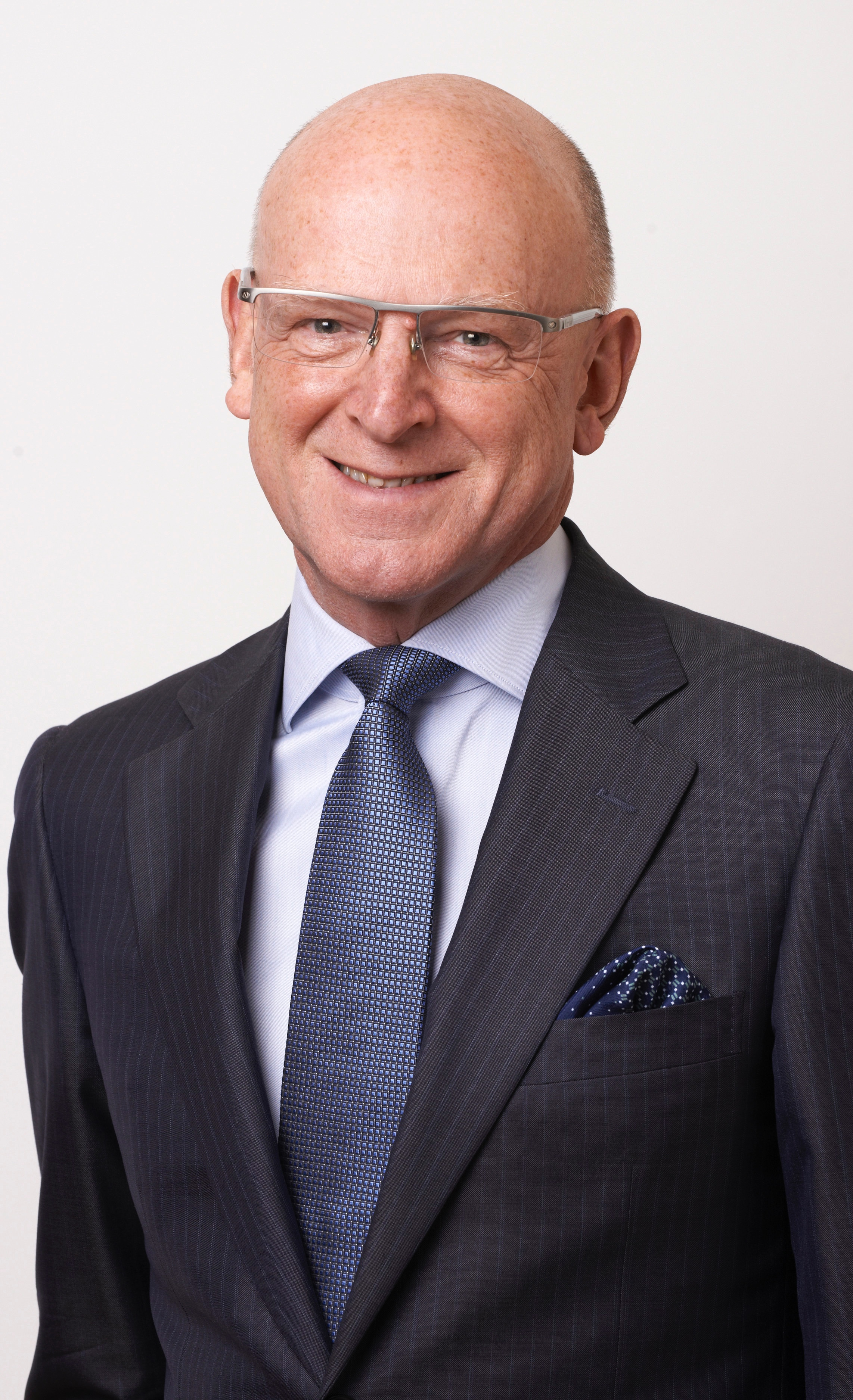 Tim Jones - Chairman CH&COTim established CH&Co with his late wife, Robyn, in 1991. He originally trained as a chartered accountant with Price Waterhouse and was Financial Controller of Marvel Comics between 1986 and 1990.Tim has always been actively involved in all aspects of the business, focusing principally on strategic direction, business planning and client relations helping the group increase its turnover to £265m operating at over 700 sites across the country with approaching 6,000 staff. Tim is also involved with a number of charities and is a trustee of Hospitality Action.