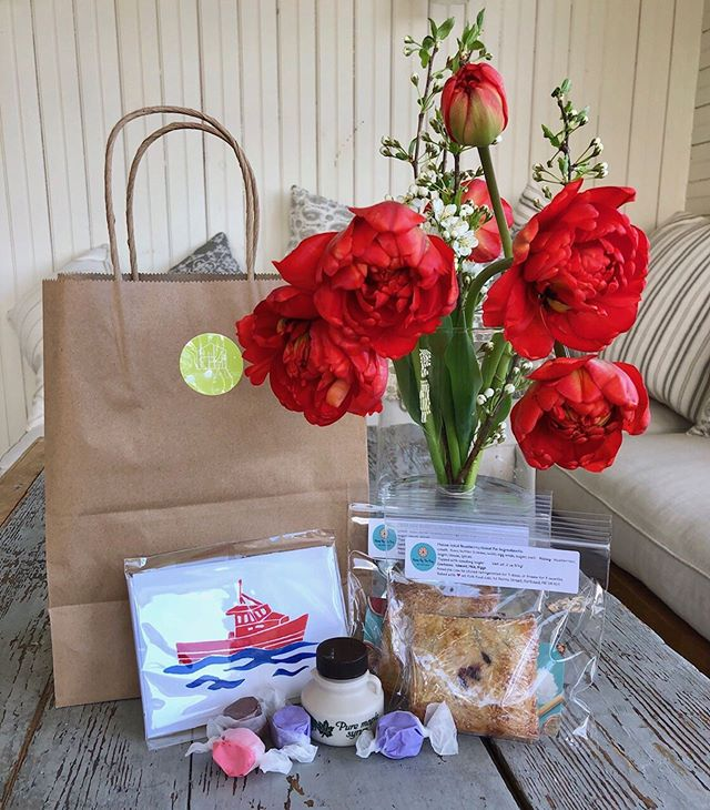 A peek inside our guest welcome bags! Handmade card by @christamecham, fresh blueberry hand pies from @reneebythebaymainepies, Maine Maine syrup and fresh cut flowers lovingly grown by @backyardbloomsmaine! We couldn't be more excited to work with the fabulous local makers and growers this season!