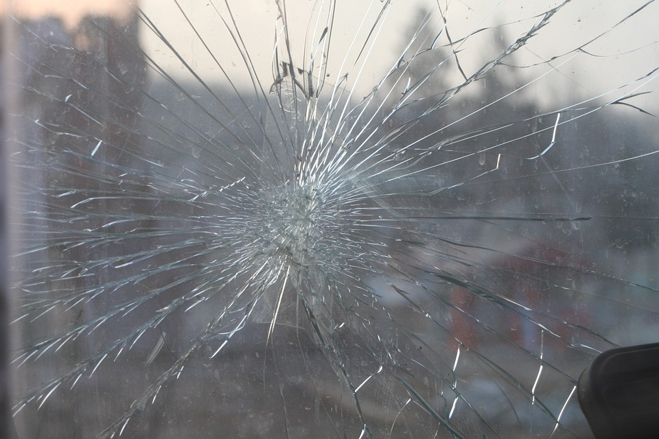 broken-glass-269716_960_720.jpg