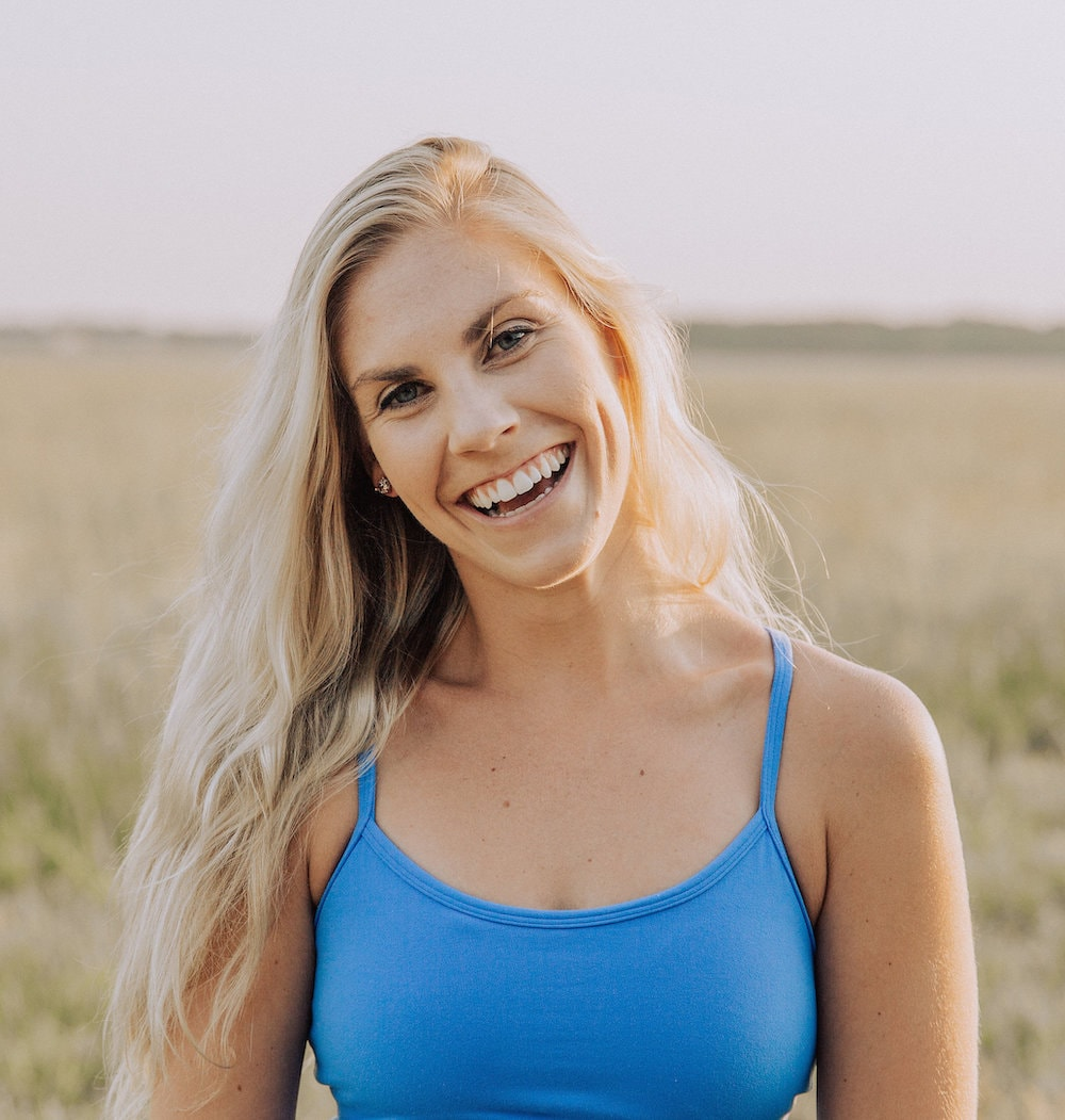 hey, you.WelCOME! I'm so happy to have you - Here, you'll find sustainable balanced nutrition, fitness, and lifestyle hacks to find the most confident and happy version of you, from the inside out. I take the guesswork out of it to help you find the fun in health, fitness, and wellness.There is so much mixed advice floating around, from no carb, no fat, no fun diets to six pack abs in six minutes. It's easy to get confused. I get it, I was stuck, confused, and unhappy for years unable to find my way out.I find that so many women are looking for results quick that they jump on the train straight to burnout by eliminating much of the happiness in their lives to achieve their dream body. What I'm here to show you is that by adding more happiness to everyday life, applying simple guidelines to balanced nutrition catered to you, and finding a workout routine you adore (yes, it exists!) is the secret to living a thriving life with a kick ass bod, radiating vibrance from the inside out.It is truly remarkable how much life opens up after we are beaming with the confidence, happiness, and self love that comes along with a balanced healthy lifestyle.