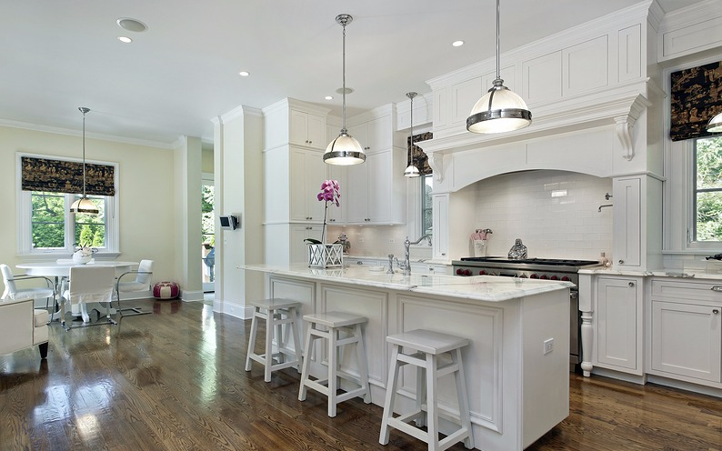 Large-kitchen-in-luxury-home-w-75635452-4j2.jpg