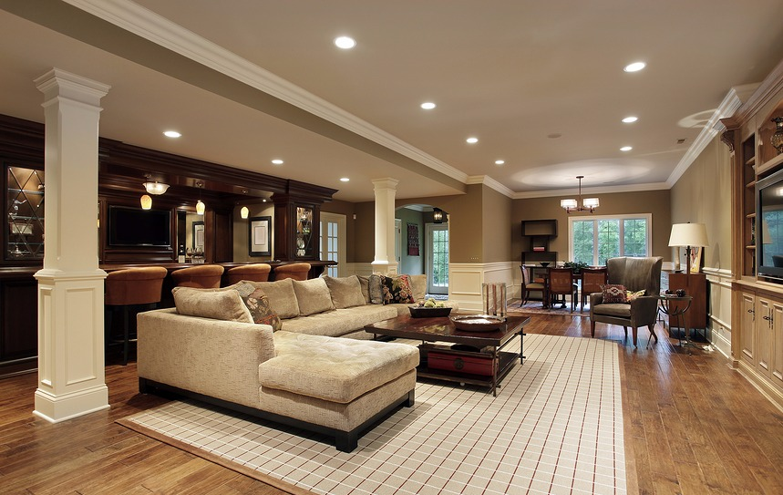 Basement-in-luxury-home-with-b-18131438-4i3.jpg