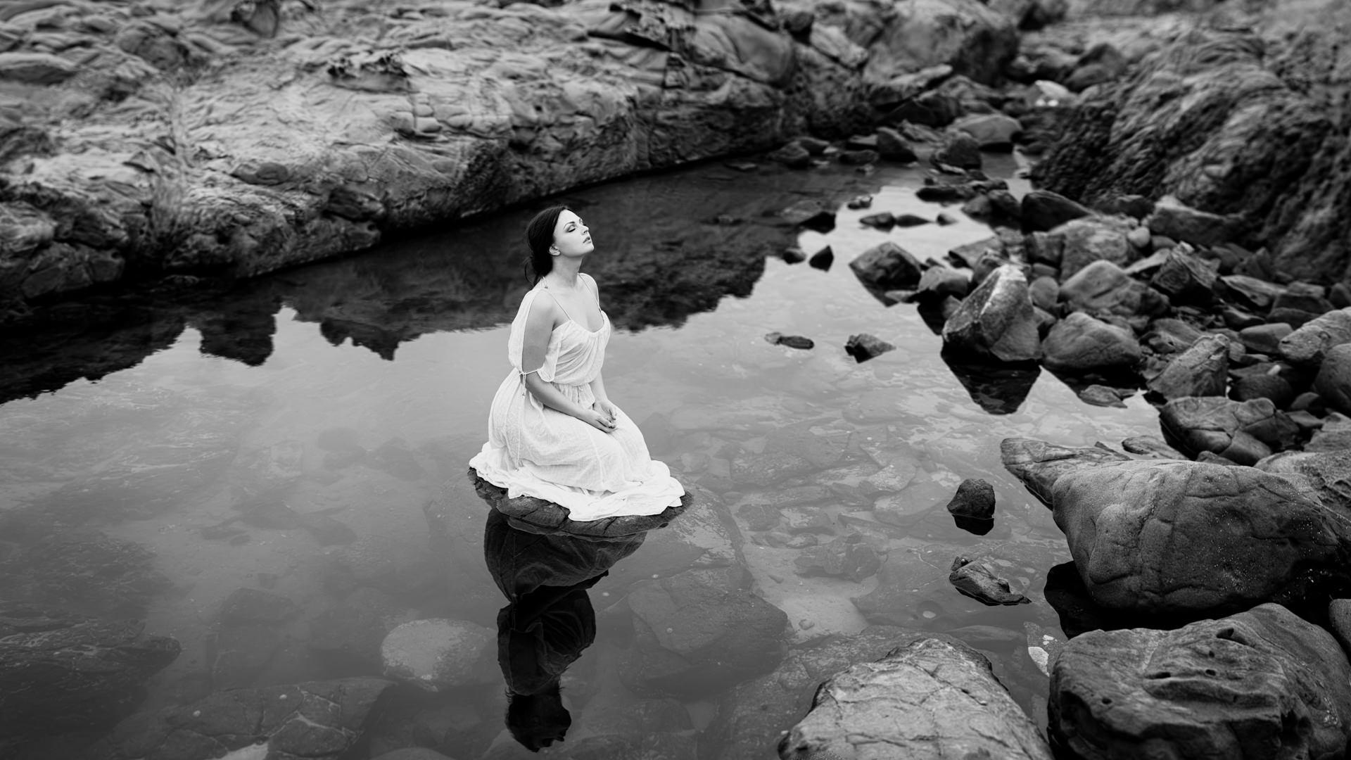 Anastasia in Pond 16-9 1920px 72dpi sRGB.jpg