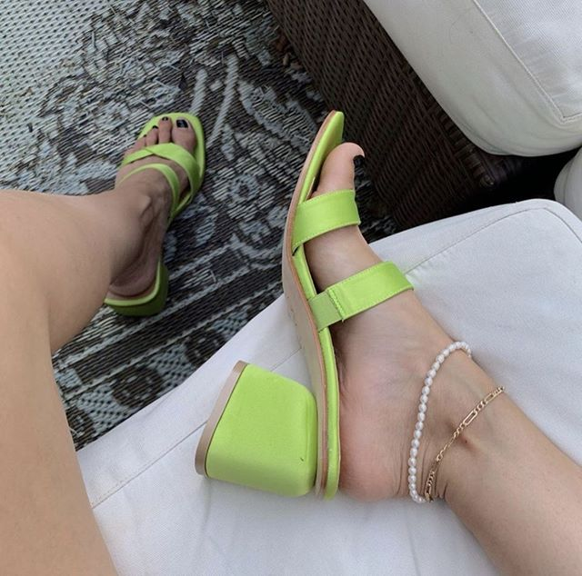 Anyone else obsessed with all things #lime right now?⠀ ⠀ Via @thefashionmedley⠀ #stylepost #outfitlook #styletips #reallifeandstyle #streetwearstyle #shoppingday #urbanfashion #ontrend #trends2019 #springstyle #onlinefashion #buynow #stylefashion #fashionmedia #bestofstreetwear #outfitideas #styleinspo #ootdinspo #styleinfluencer #fashionlife #designershoes