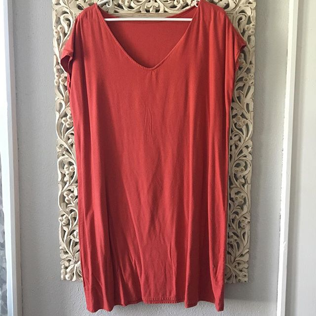 ITEM: reversible shift dress BRAND: Jesse Kamm COLOR: soft red SIZE: S but very open CONDITION: excellent PRICE: $75 SHIPPING: free MATERIAL: raw silk MEASUREMENTS: ptp 23, l 36 SELLER: @claralea HASHTAGS (#NB____): #NBjessekamm  PROTOCOL: please tag me and leave your zip code to purchase. item goes to first zip code listed. please dm me your email so I can invoice you. If there are backups for this item I will move onto them after 3 hours of sending invoice.