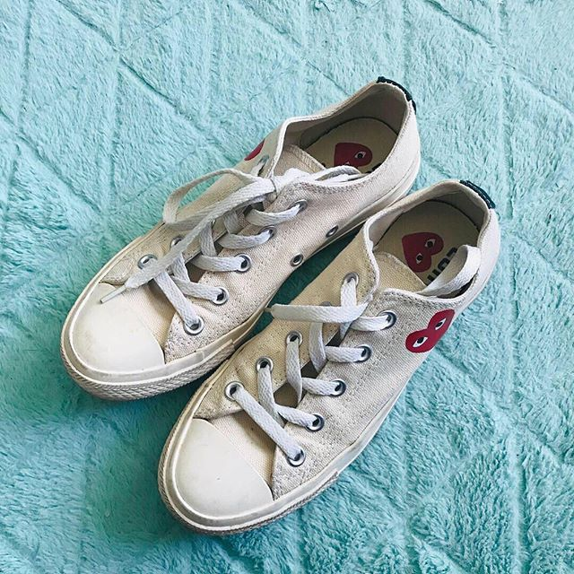 Item: Beige low top sneakers Brand: Converse x Comme des Garcons Size: Men's 4/ Women's 6 Price: $130 gifted/shipped. Please add $5 for invoice. Condition: Very good condition. Would look brand new if cleaned. No longer in production. Shipping: $8 Seller: @sushibebi PROTOCOL: please tag me and leave your zip code to purchase. item goes to first zip code listed. please dm me your email so I can invoice you. If there are backups for this item I will move onto them after 3 hours of sending invoice.