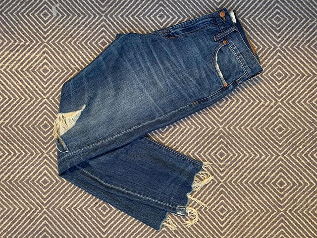 """SIZE: 29  PRICE: $50  BRAND / ITEM NAME: Madewell Perfect Summer Jean  COLOR: Blue Denim  CONDITION: Gently Used  SHIPPING: $10  MATERIAL: Denim  MEASUREMENTS: Raw Edge inseam 26-27""""  SELLER: @leannewest  PROTOCOL: Please tag me and leave your zip code to purchase. Item goes to the first zip code listed. Please DM me your PP email so I can invoice you.  The listed price includes Paypal Invoicing. PLEASE NO GIFTING. If there are backups for this item I will move onto them after 3 hours of sending invoice."""