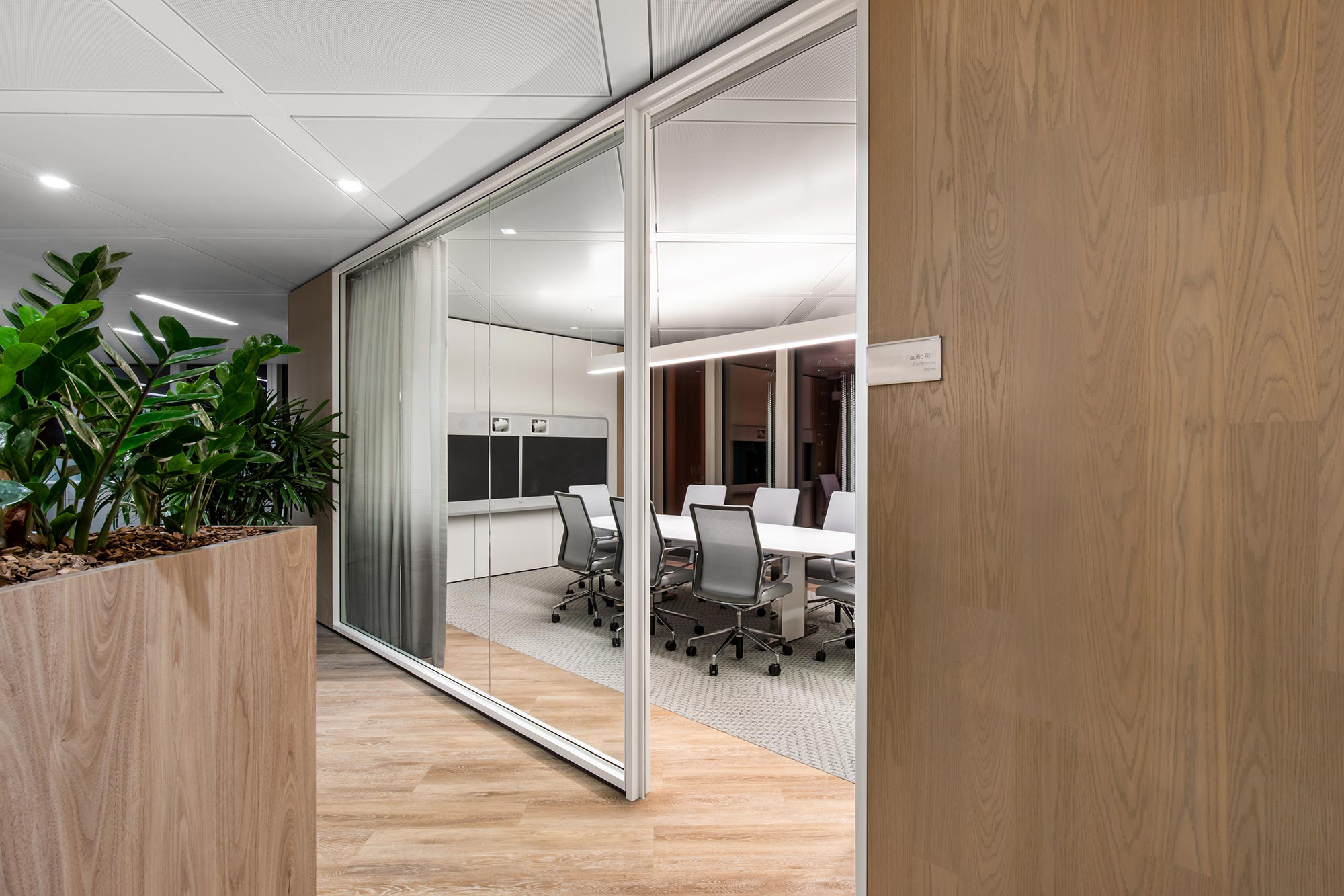insurance-interior-design-glass-boardroom.jpg
