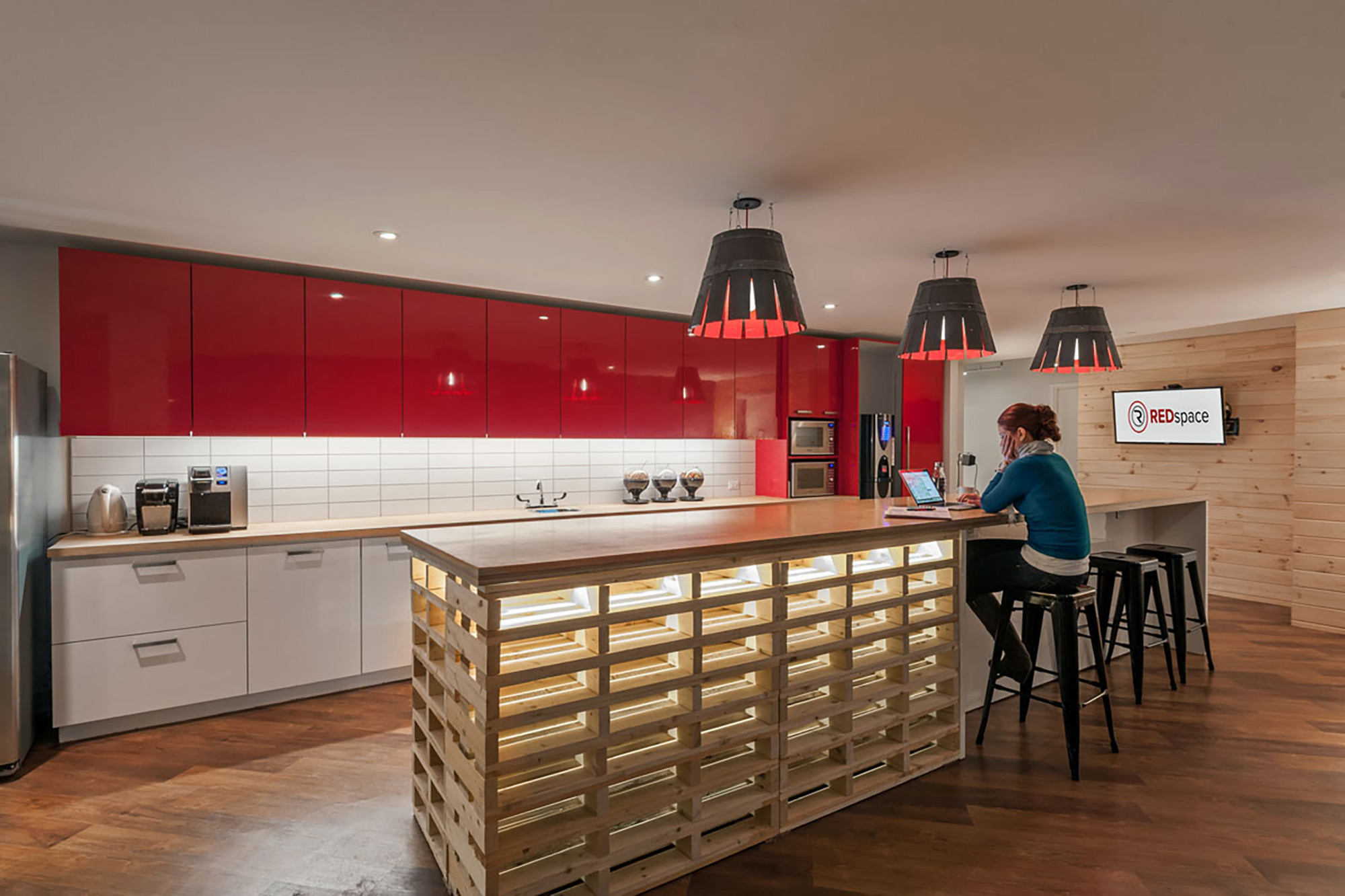 interior-design-corporate-office-kitchen-area.jpg