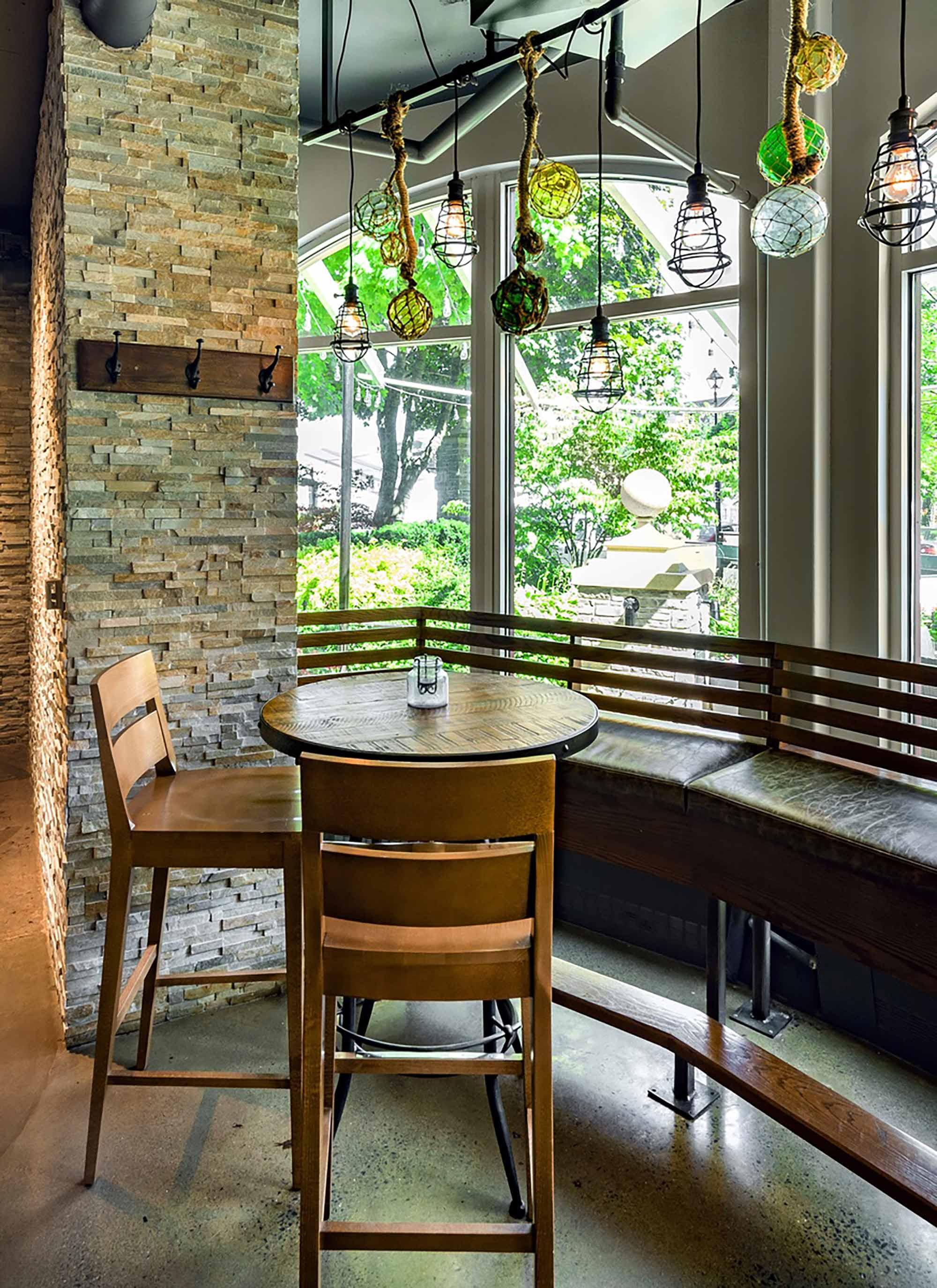 interior-design-seafood-restuarant-tables.jpg