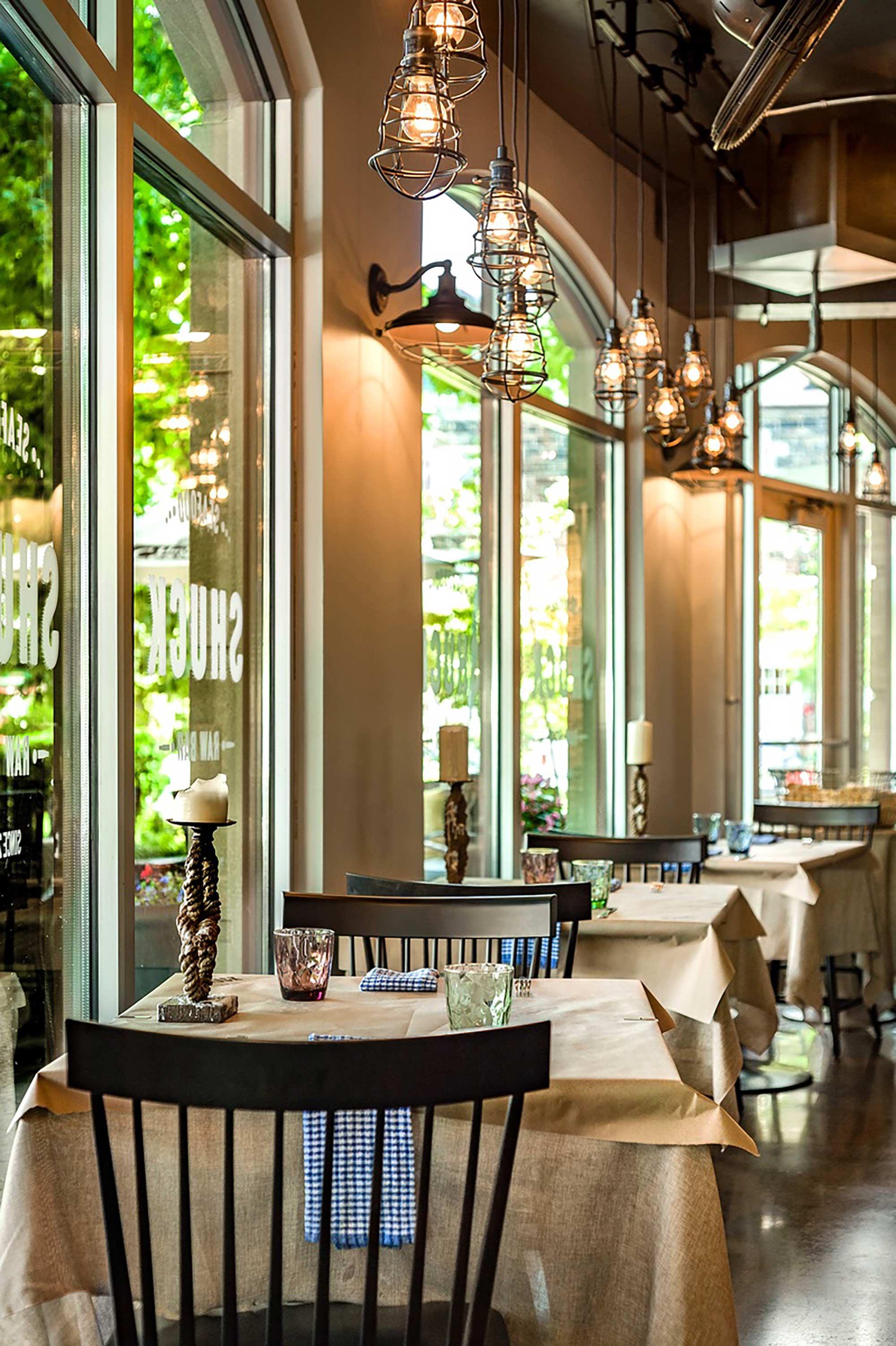 interior-design-seafood-restuarant-window-tables.jpg