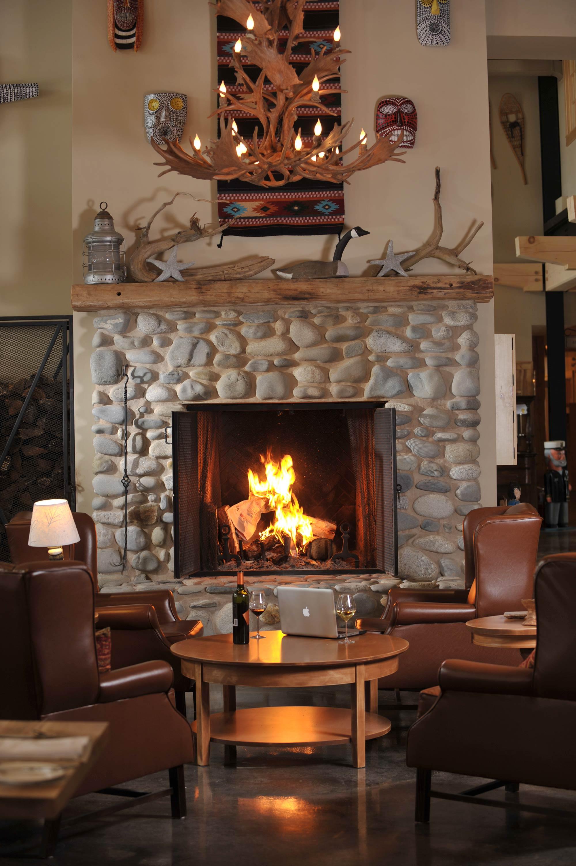 interior-design-restuarant-nova-scotia-dining-fireplace.jpg
