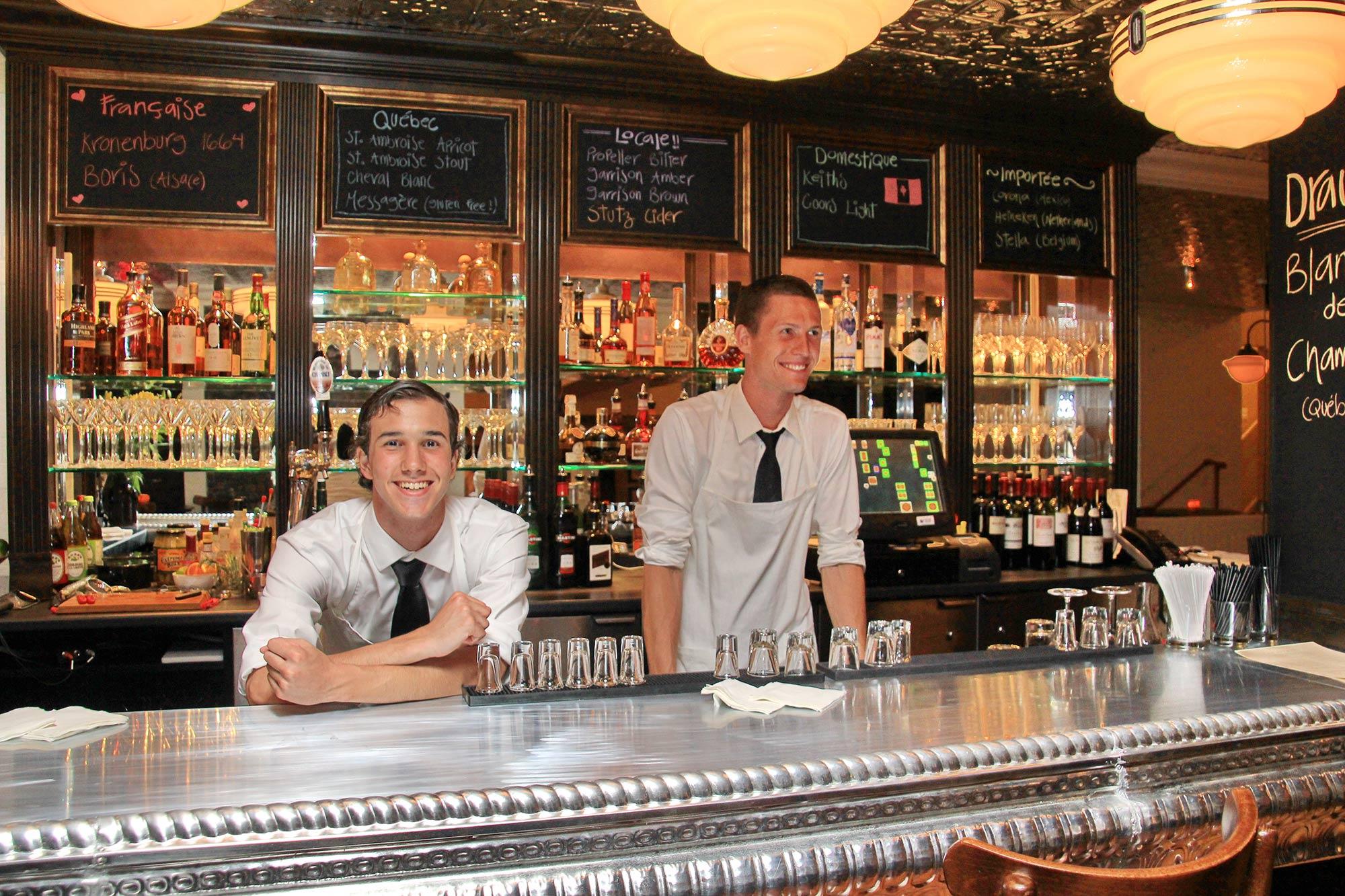 interior-design-french-restaurant-bar-bartenders.jpg