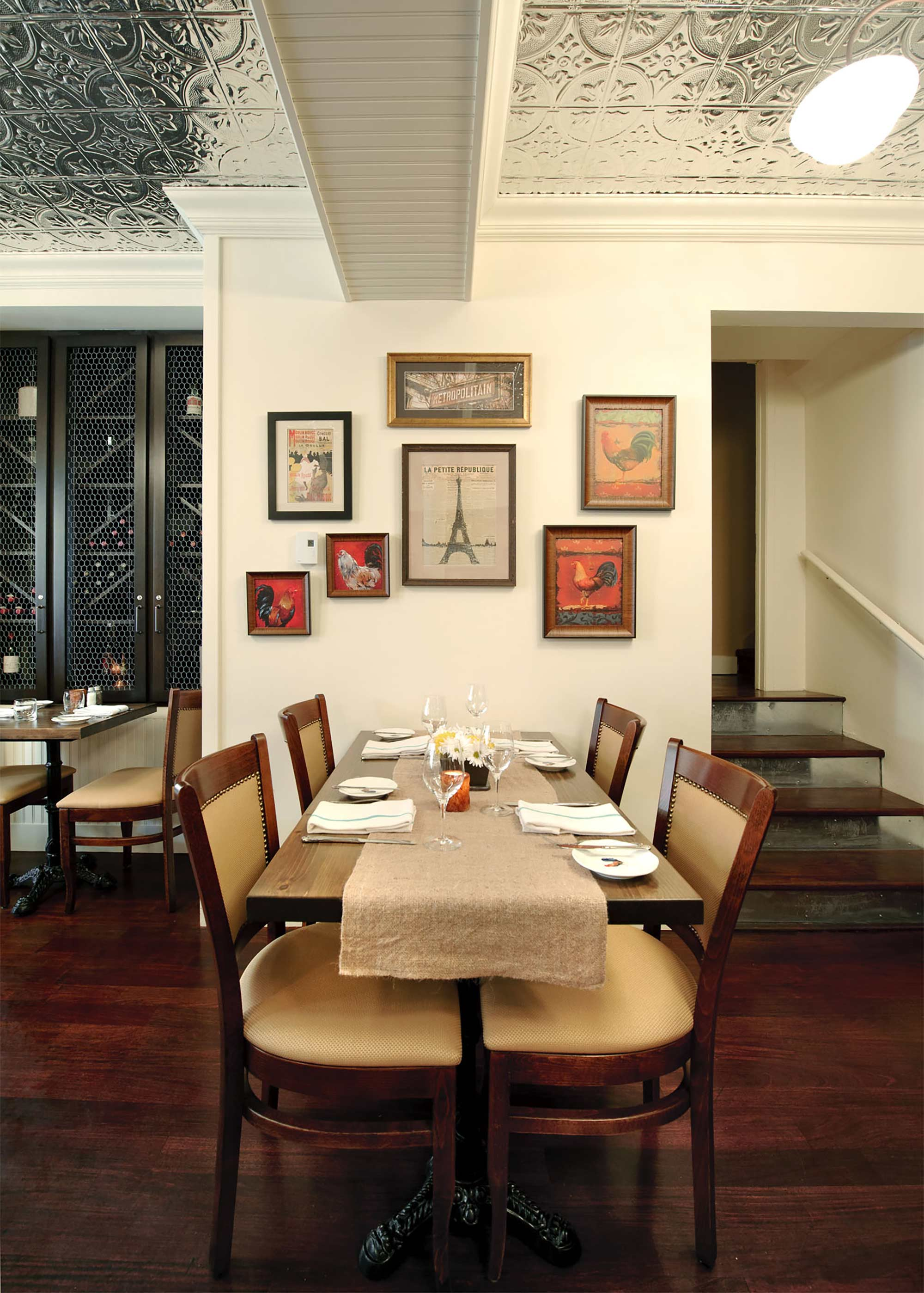 interior-design-french-restaurant-tables.jpg