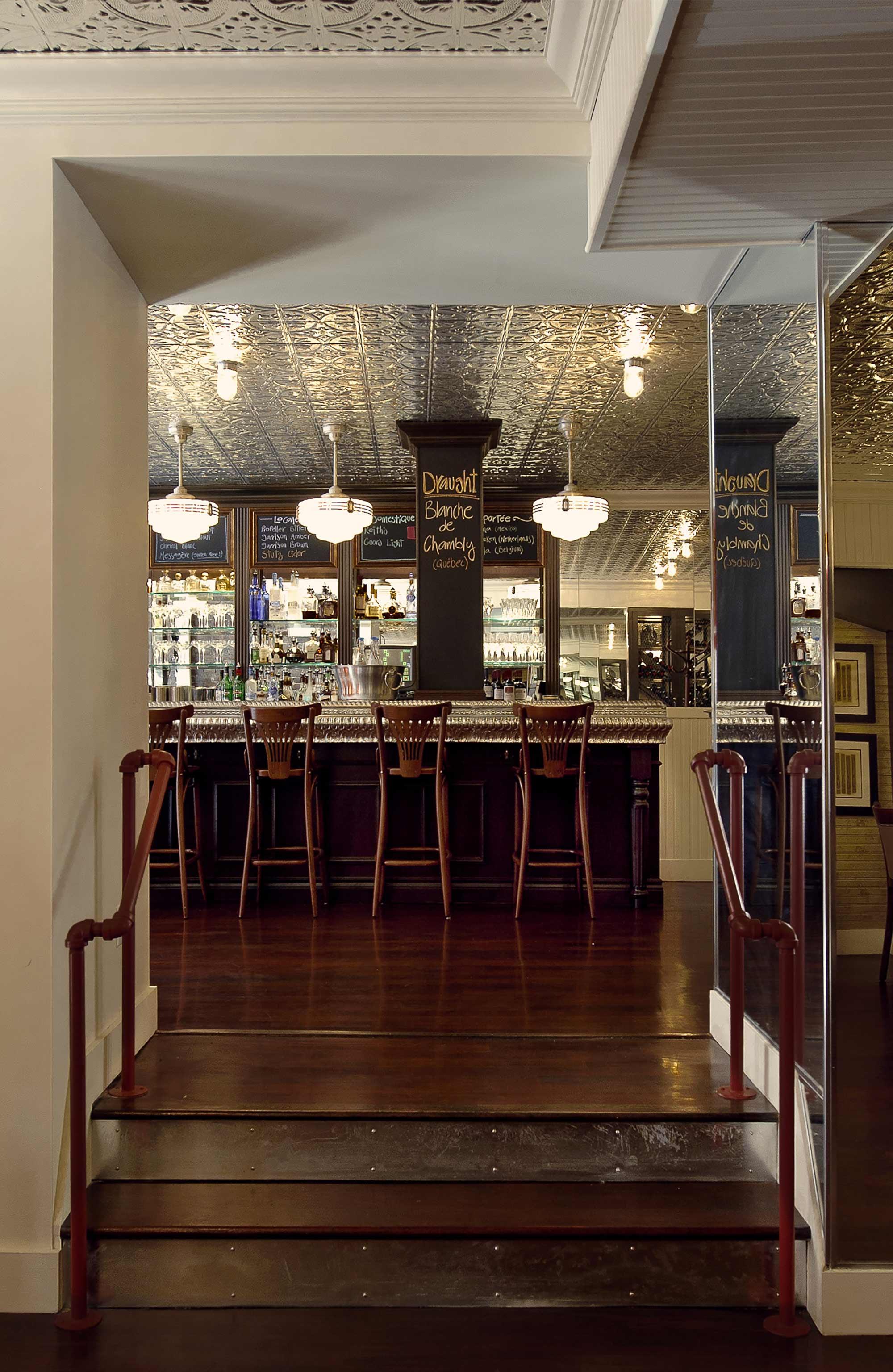 interior-design-french-restaurant-bar-steps.jpg