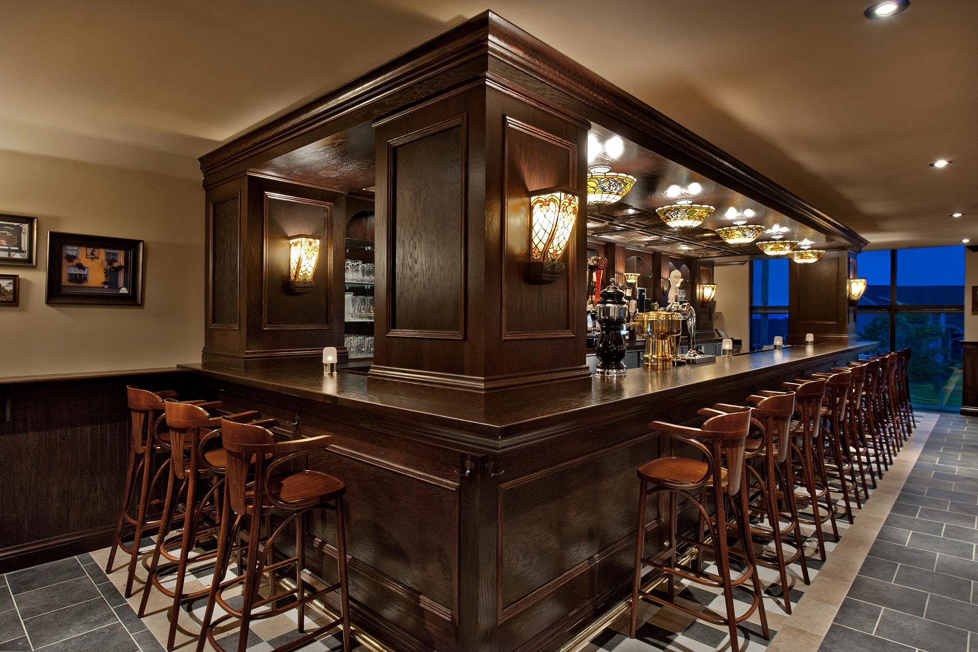 interior-design-restaurant-irish-pub-bar-lighting.jpg