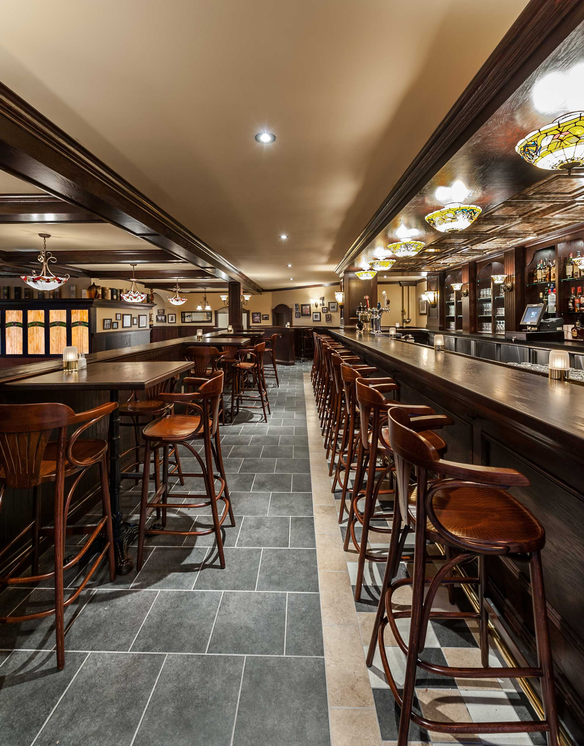 interior-design-restaurant-irish-pub-seating.jpg
