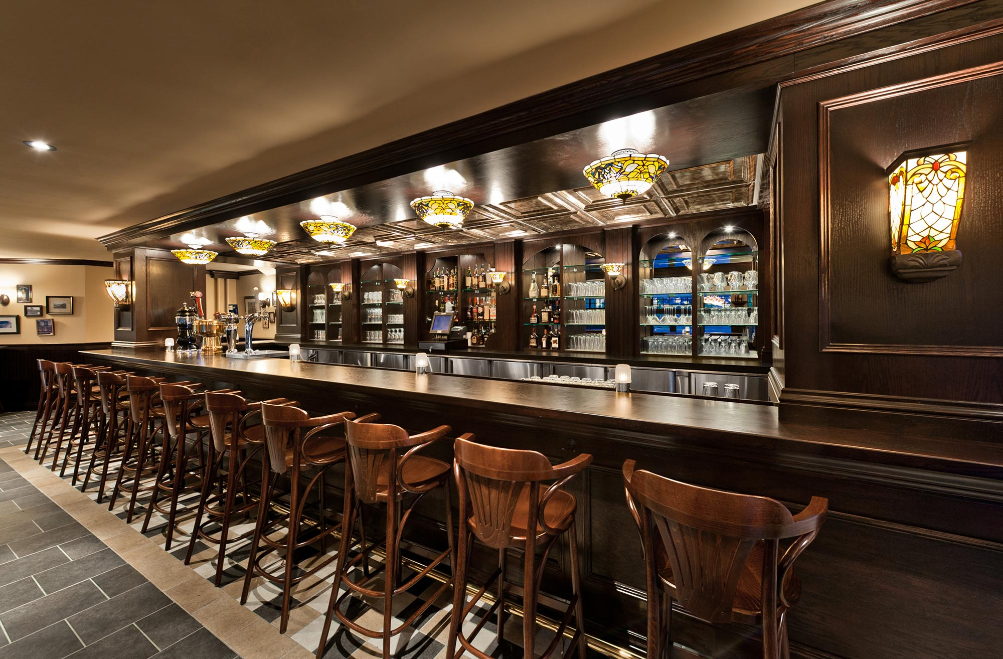 interior-design-restaurant-irish-pub-bar-stools.jpg