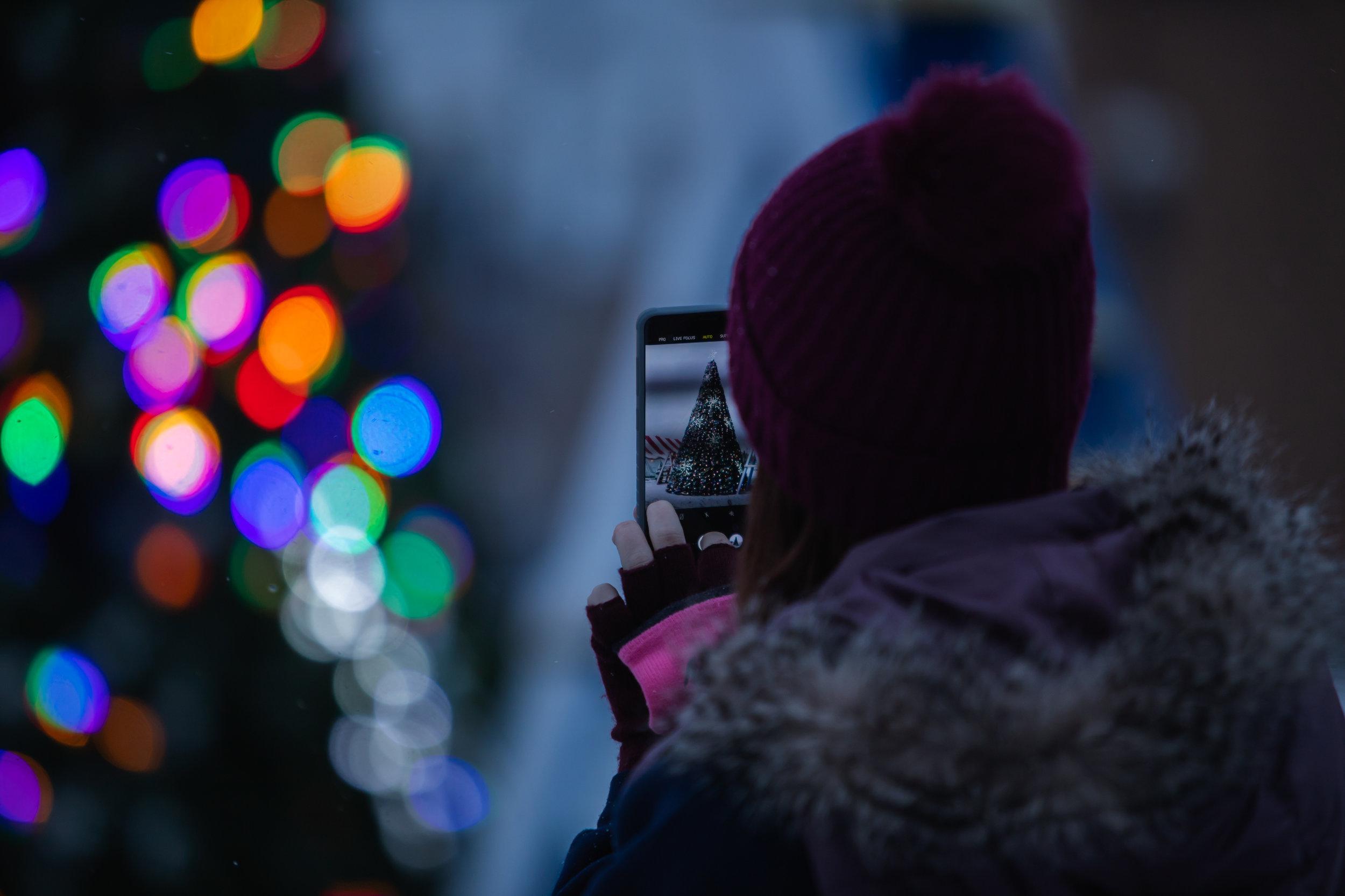 DWNTWN_Christmas Tree Shoot-18.jpg