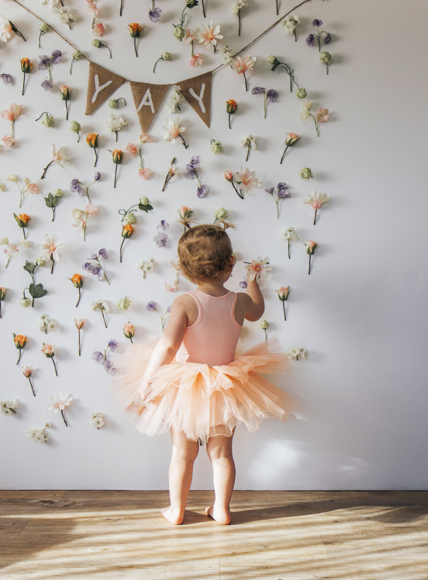 Make_Your_Own_Floral_Backdrop_with_Scotch_Wall_Safe_Tape5 1500.png