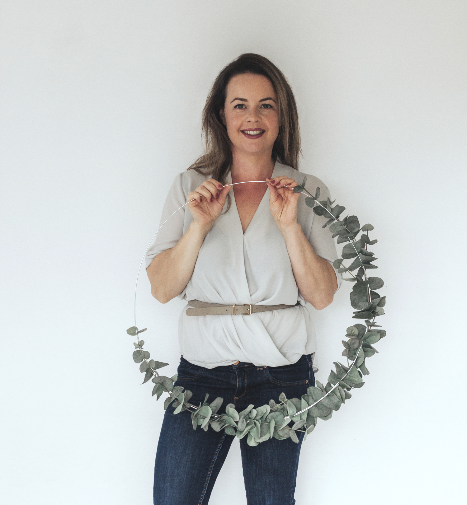4_DIY_Eucalyptus_wreath_with_Scotch_super_hold_tape_by_clever_poppy 1500.png