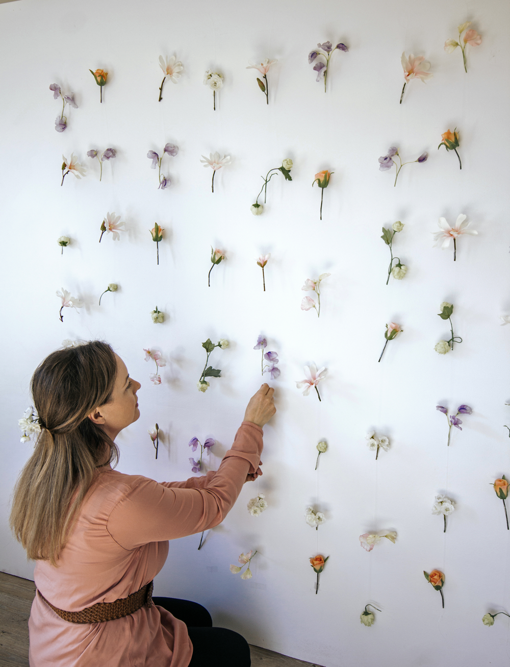 Make_Your_Own_Floral_Backdrop_with_fishing_Line_and_Scotch_Wall_Safe_Tape4 1000x1307.png