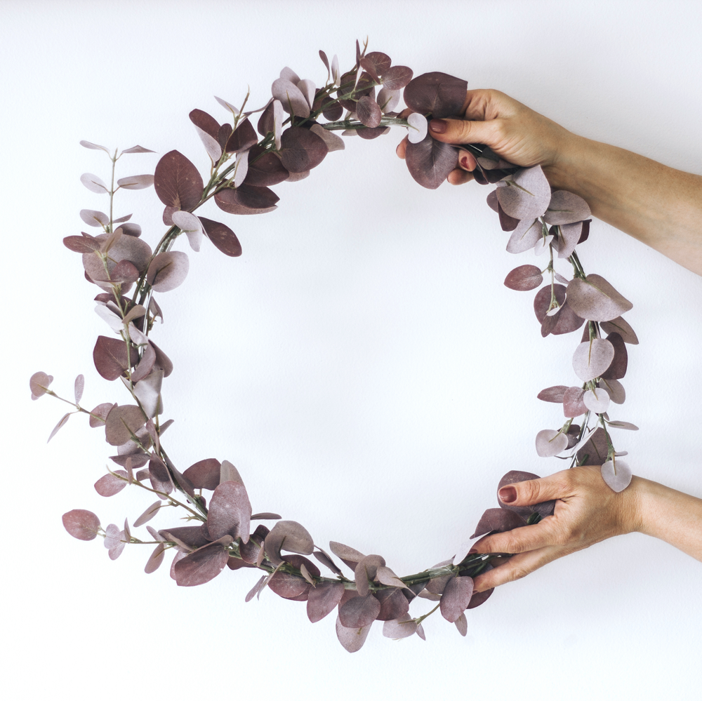DIY_Eucalyptus_wreath_with_Scotch_super_hold_tape_by_clever_poppy 1000x1000.png