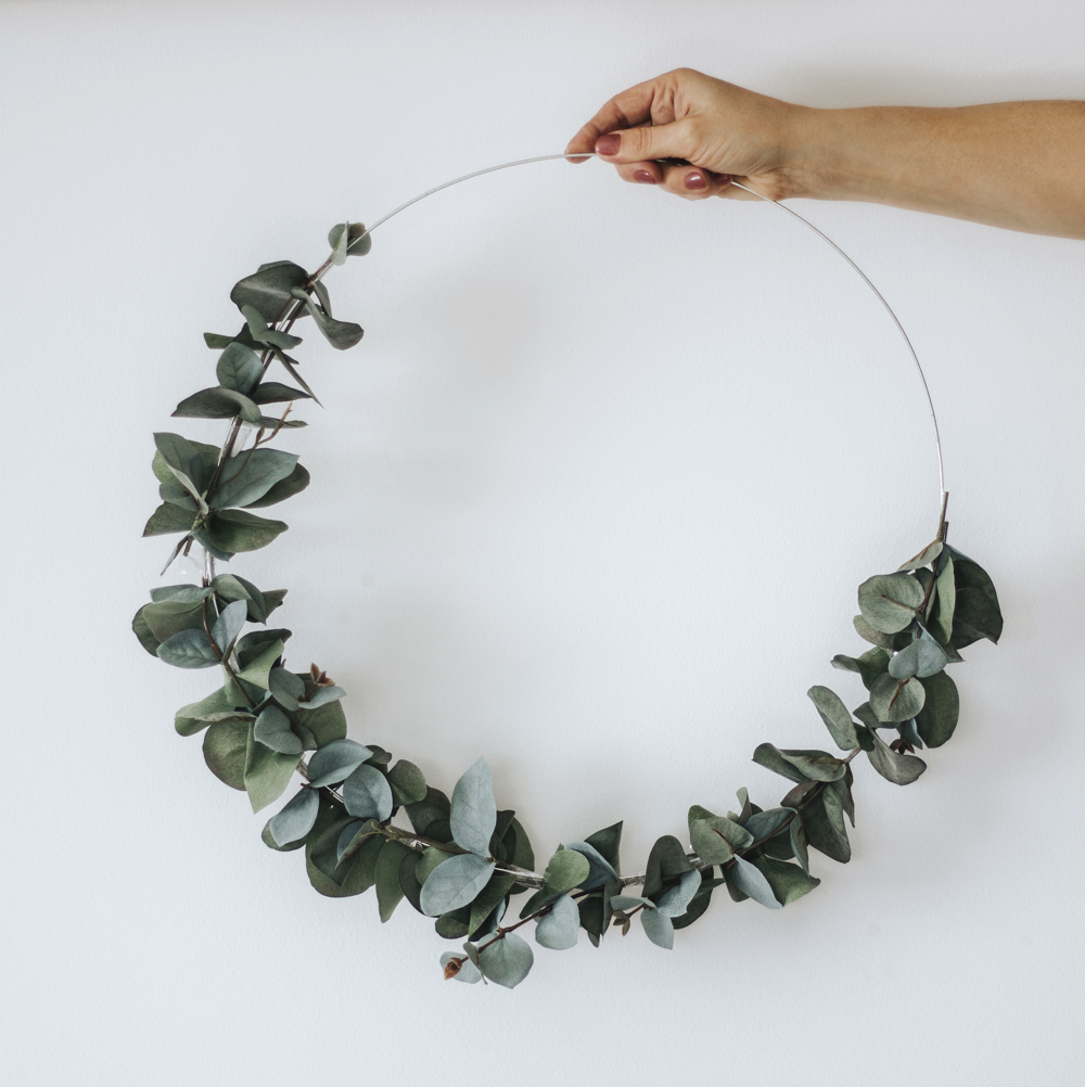 2_DIY_Eucalyptus_wreath_with_Scotch_super_hold_tape_by_clever_poppy 1000x1000.png