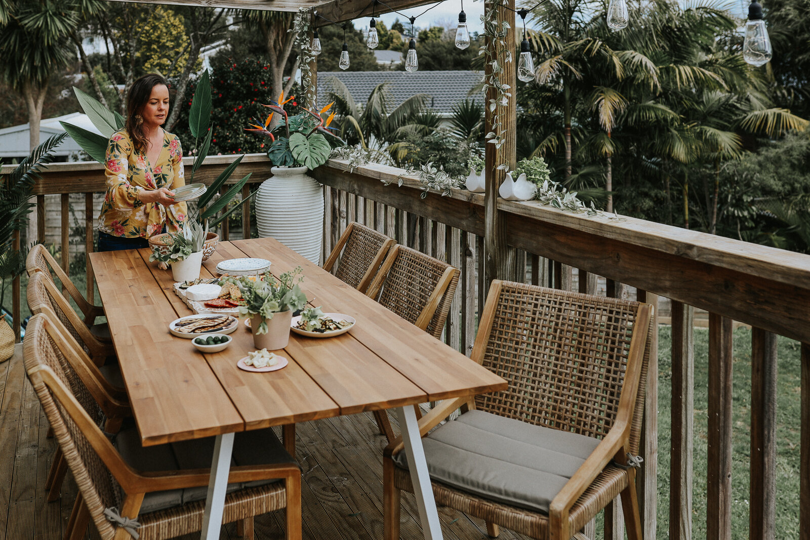 Small_deck_Makeover_two_ways_by_clever_Poppy_tropical_dining9.jpg