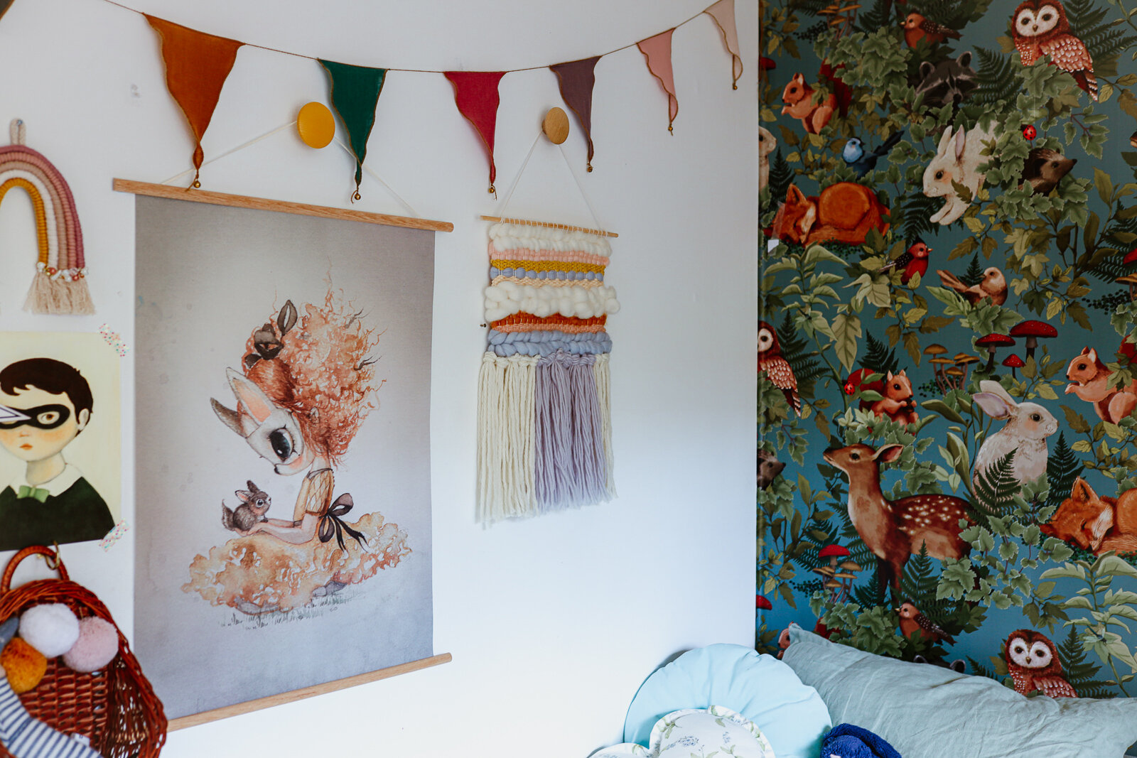 DIY_woven_wall_hanging_by_clever_poppy_finishedshared_room2.jpg