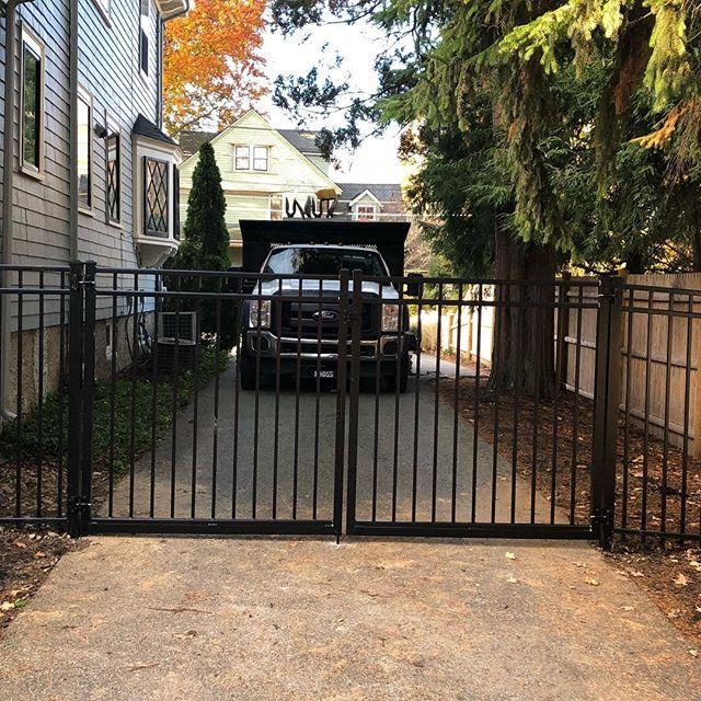#imperialfenceinc#drivewaygates#aluminumfence#f550#ford#fence
