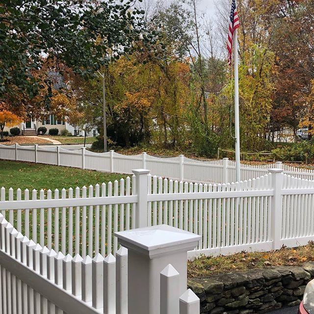 #imperialfenceinc #fencedesign #vinylfence #whitepicketfence #merica #flagpole #americanflag