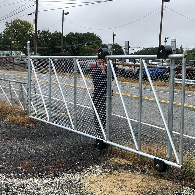 Mike in action , first cantaleaver gate.. #imperialfenceinc#rollgate#steel#welding#fence