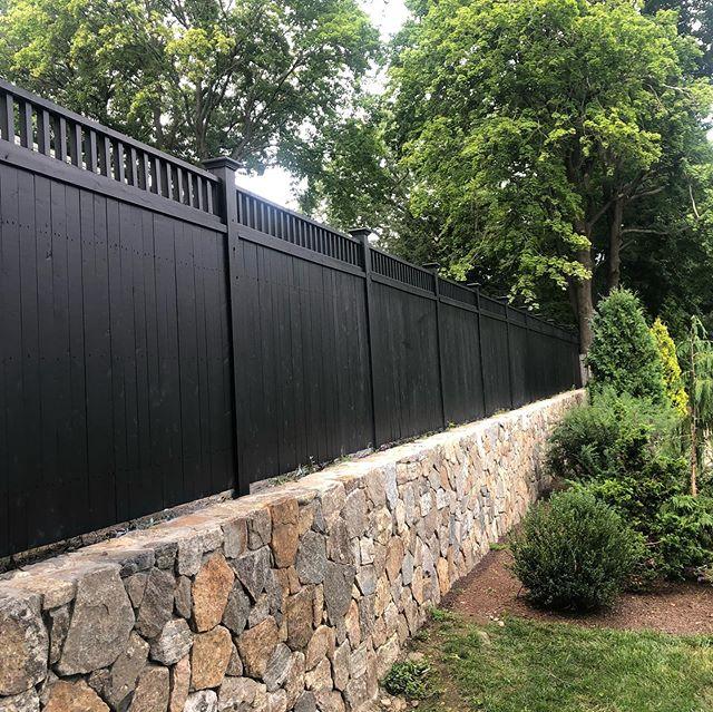 #cedar#fence#benjaminmoore#imperialfenceinc#landscape#landscapedesign#hardscape#hardscapedesign#stonewall#winchester