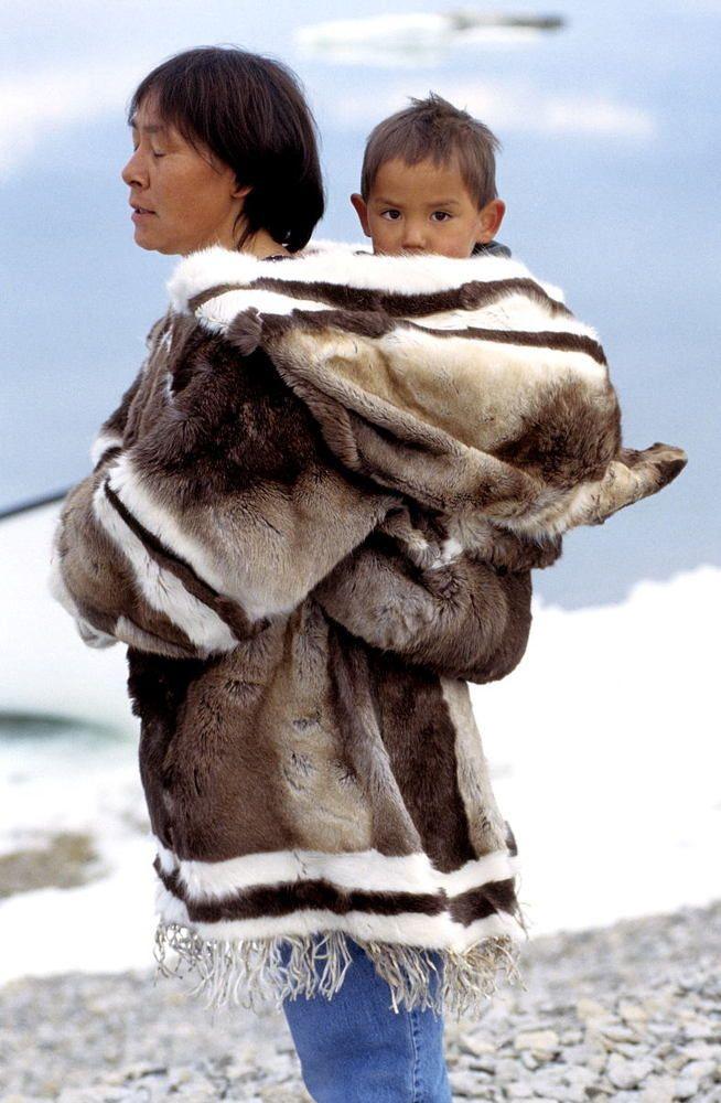 ed6317095c326e0fb56acfda8edd492b--baby-wearing-mother-and-child.jpg