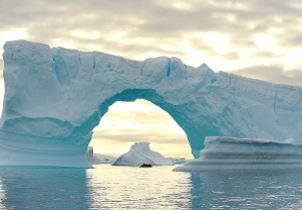austral loop ice arch.jpg