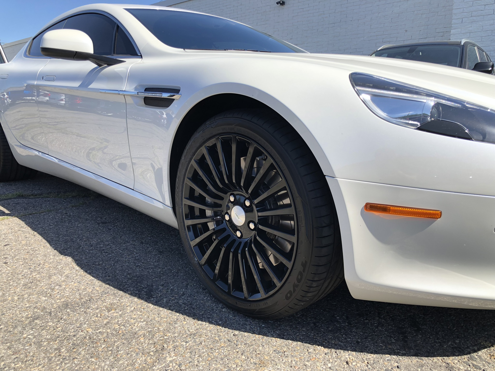 Aston Martin Rapide white after wheel painting black