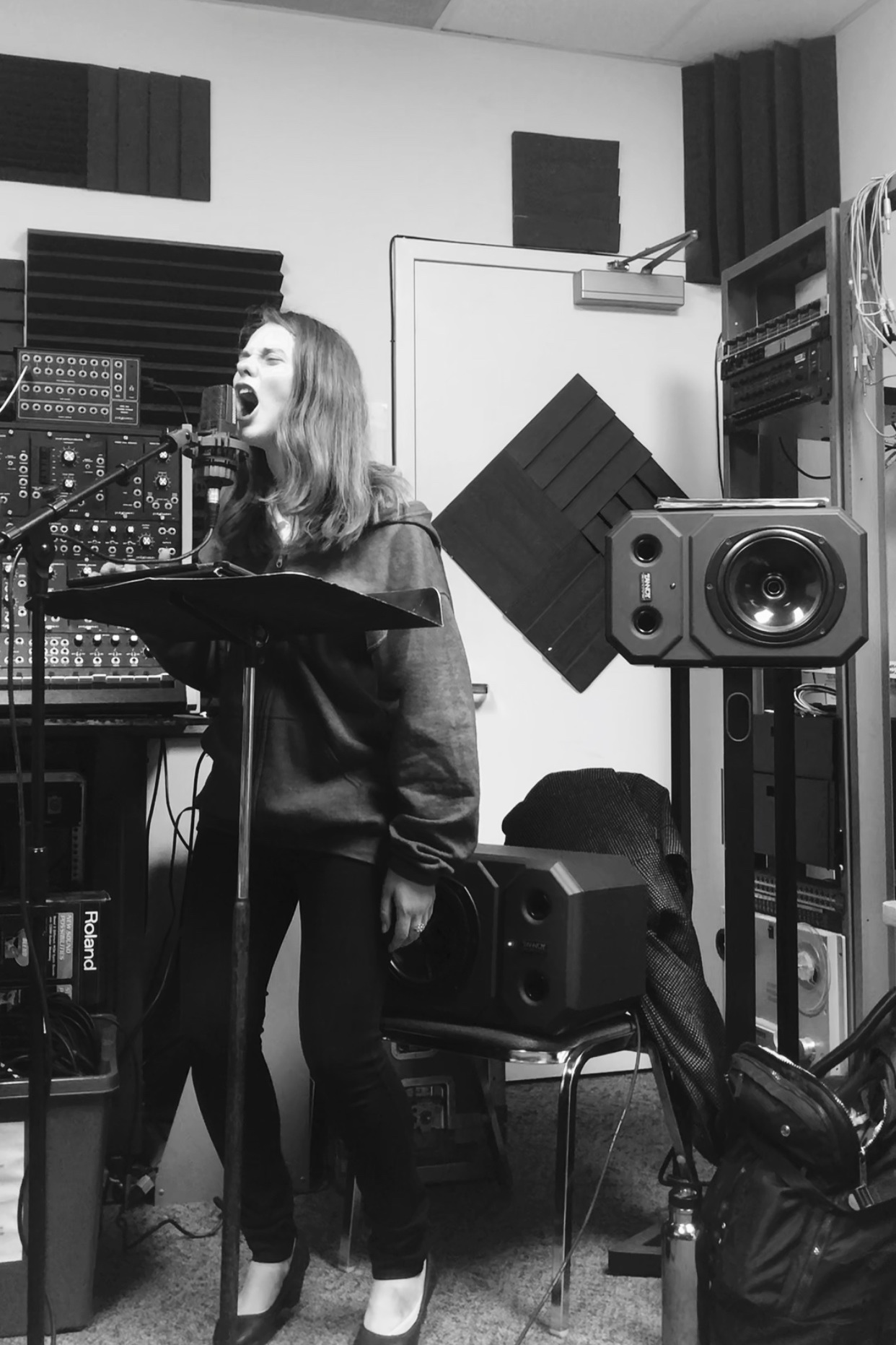 Rose Hegele rehearsing i can feel the universe expanding (2018)