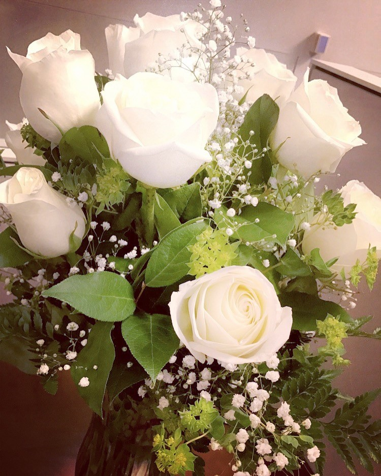 The first bouquet of flowers Sarah sent me at work | White Roses
