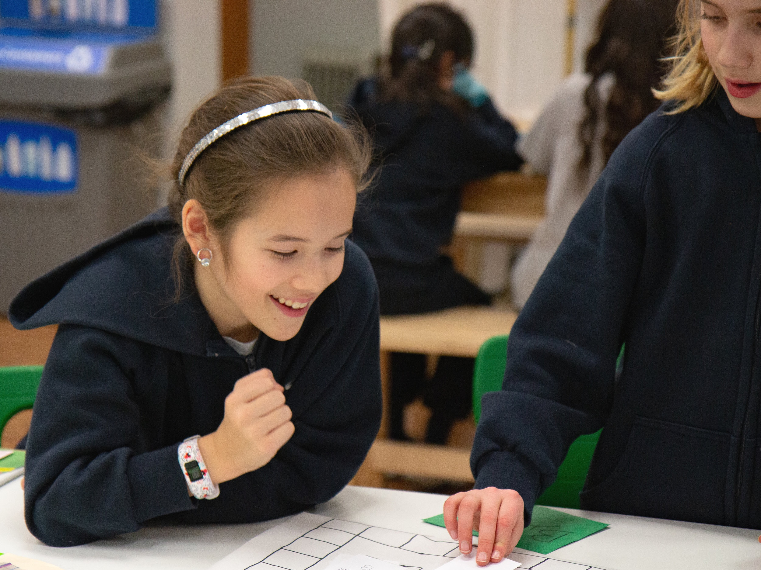 MIDDLE YEARS - GRADE 4 to GRADE 7One step closer to the Miniversity, this program is a stepping stone which allows students to experience a collaborative approach to learning.