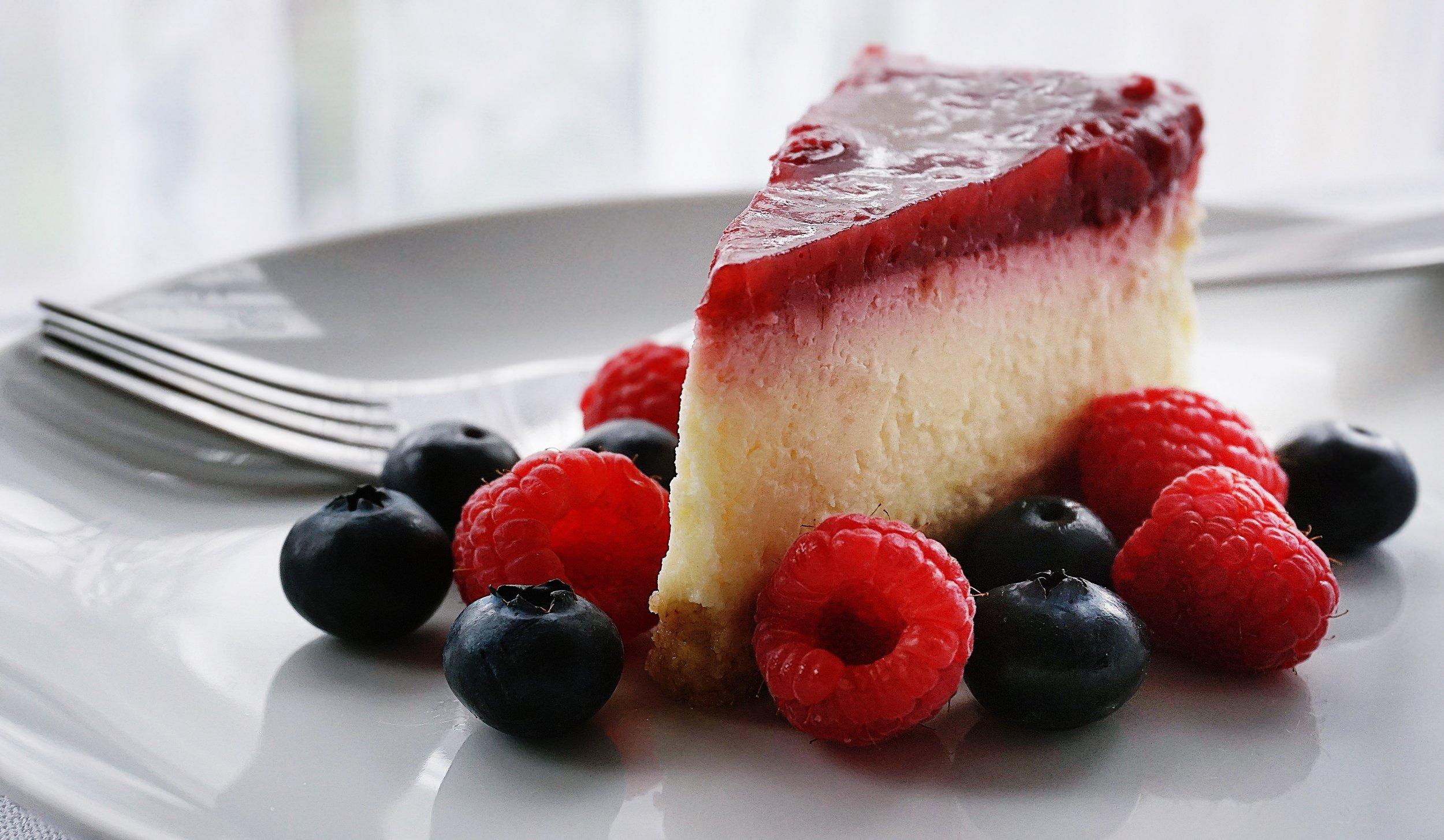 berries-blueberries-cake-1126359.jpg