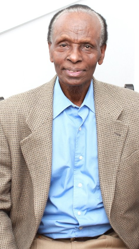- Dr. Tharcisse Seminega yavukiye i Kabilizi mu Rwanda mu 1941. Yarezwe n'ababyeyi be mu idini rya Gatolika. Mu gihe u Rwanda rwavaga ku butegetsi bwa gikoroni rugana ku bwigenge Seminega yari amaze kuba umusore w'ingimbi. Yize mu iseminari ashaka kuba padiri ariko nyuma ahitamo kwigira impamyabushobozi ya biyotekinolojiya, ari nayo yigishe i Butare muri Kaminuza y'u Rwanda kuva mu mwaka wa1988. Jenoside yabereye mu Rwanda yasanze we n'umuryango we wose bari muri ako gace. Tharcisse, Chantal n'abana babo bimukiye muri Canada mu 2003.