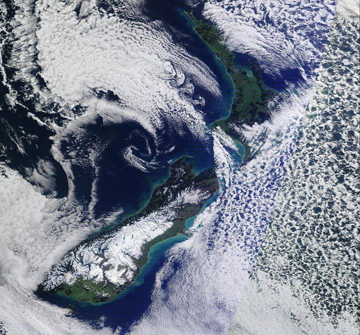 Watching the weather around New Zealand bringing in snow to our heliski terrain. (Metvuw.com)