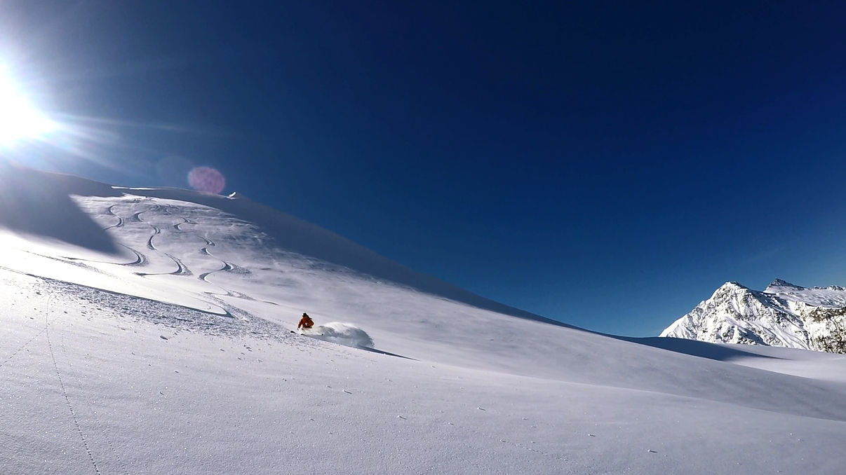 Wide open spaces, untouched powder snow – perfect for first time heliskiers who are intermediate and above.